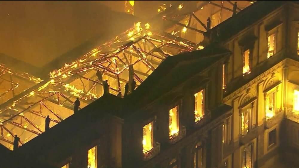 Museu Nacional, no RJ, pega fogo