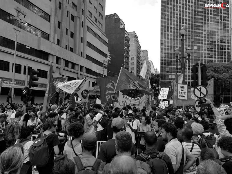 Manifestantes do MPL realizam protesto contra o aumento das tarifas em SP