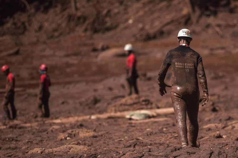Bombeiros fazem buscas na região do Parque das Cachoeiras, em Brumadinho